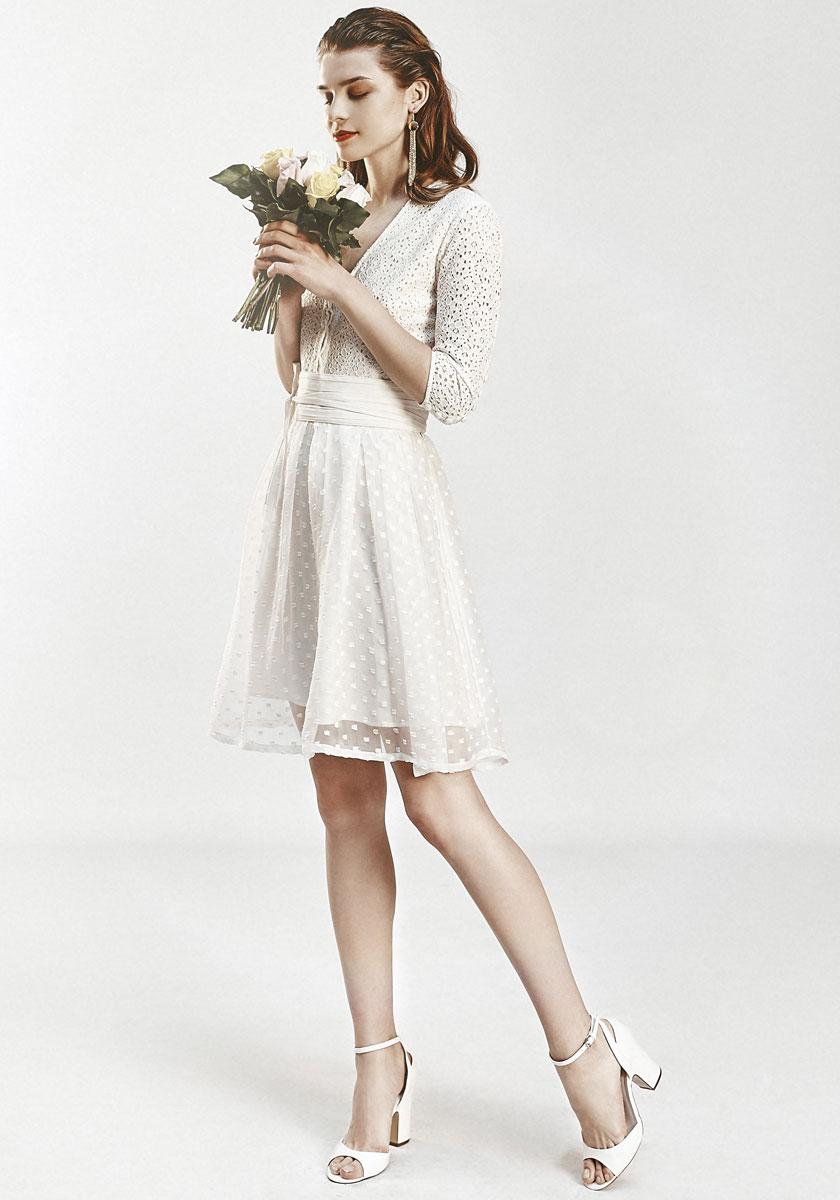 Robe de mariee courte et pas cher idees et d39inspiration for Robe de mariée créateur pas cher