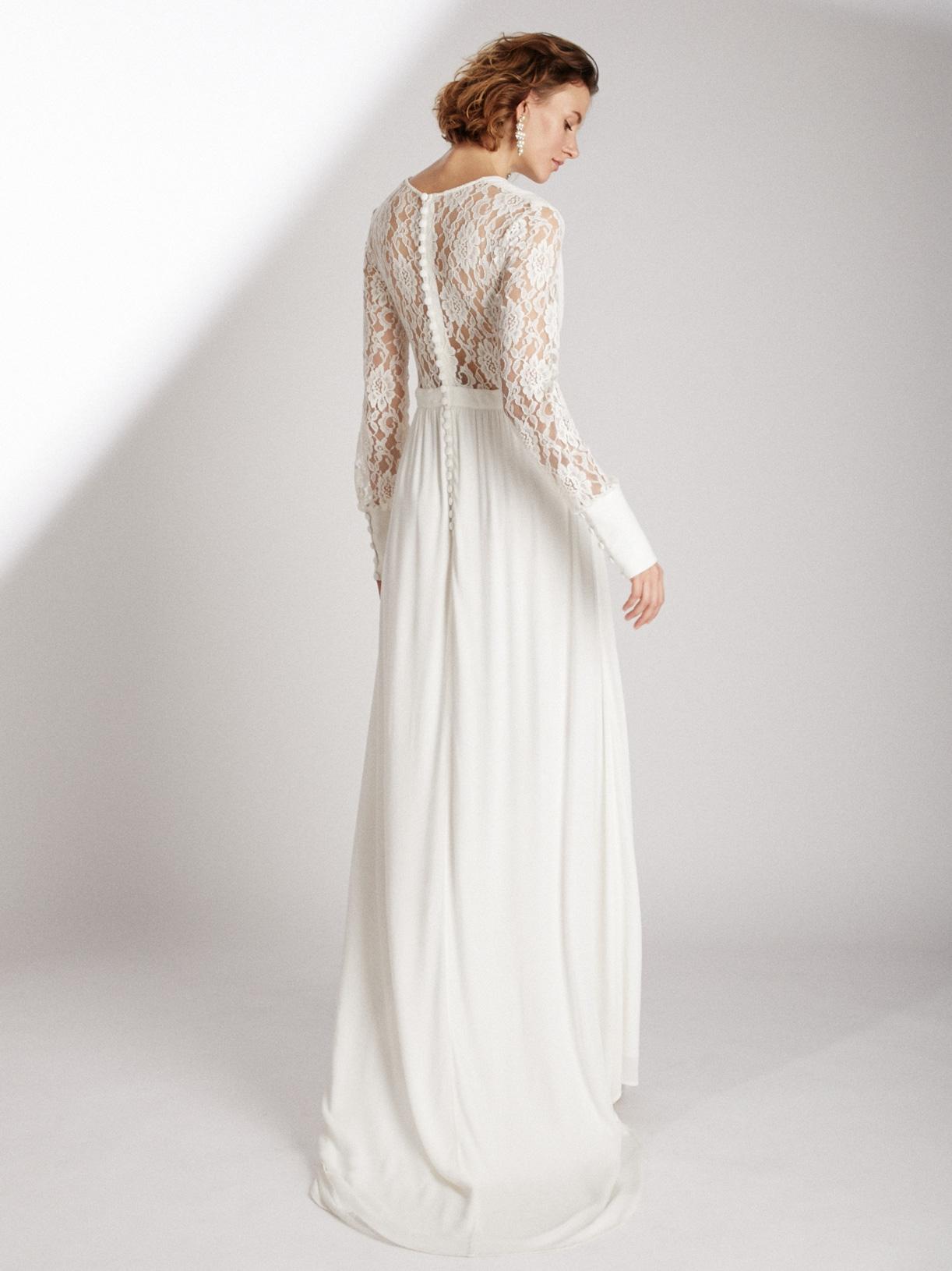 Robe de mariée longue fendue en dentelle écoresponsable - Creatrice de robe de mariée éthique et bio a Paris - Myphilosophy